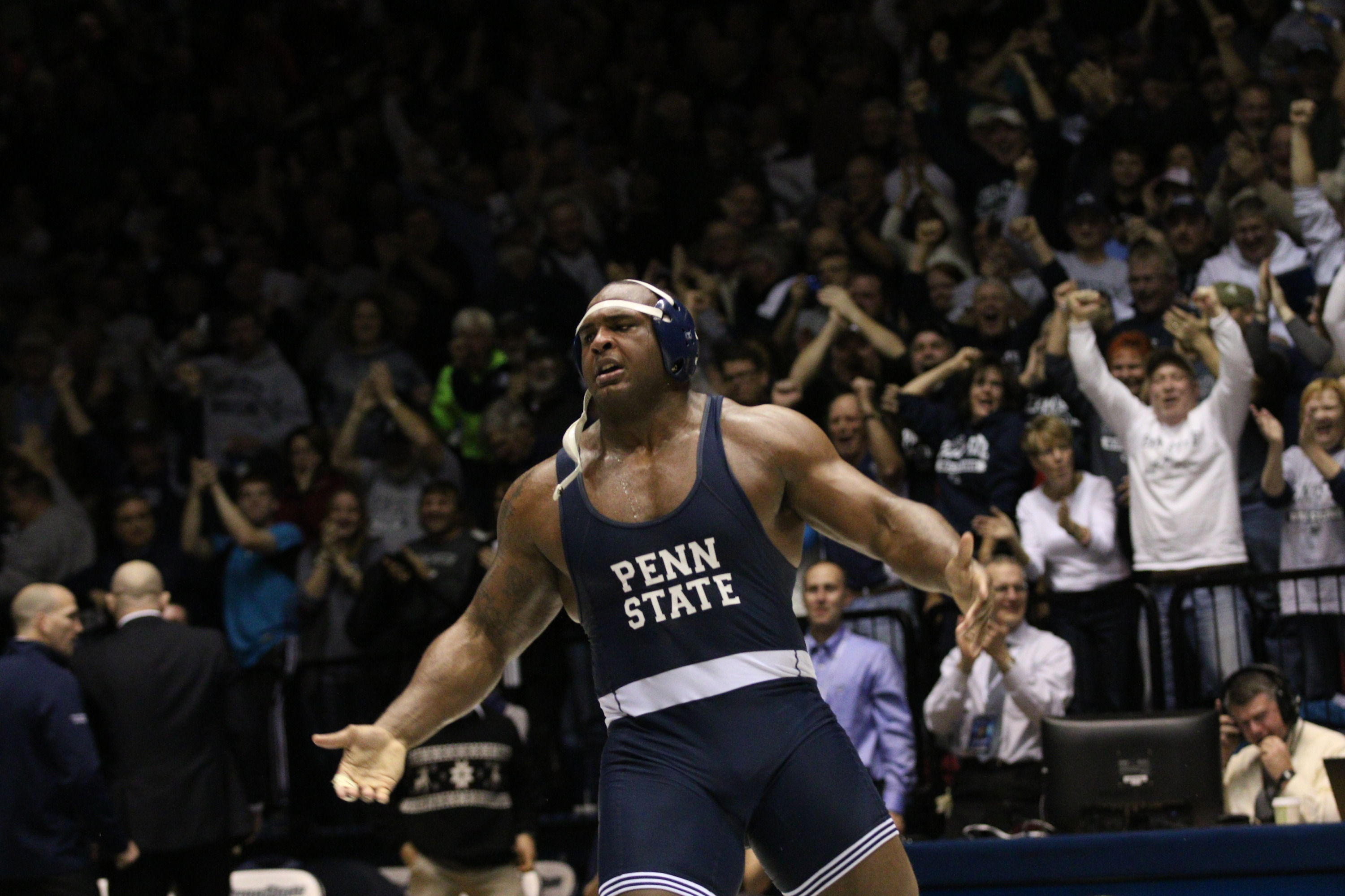 aeef7bc6f26 Senior Jimmy Lawson celebrates after his dual clinching 5-3 (sv) win over